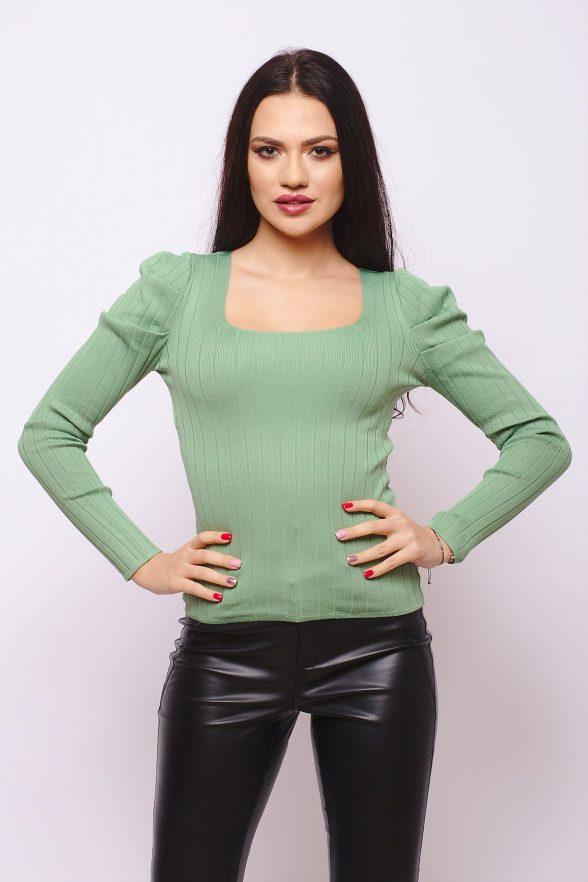 bluza cu decolteu si pliuri la umeri natasa verde 1