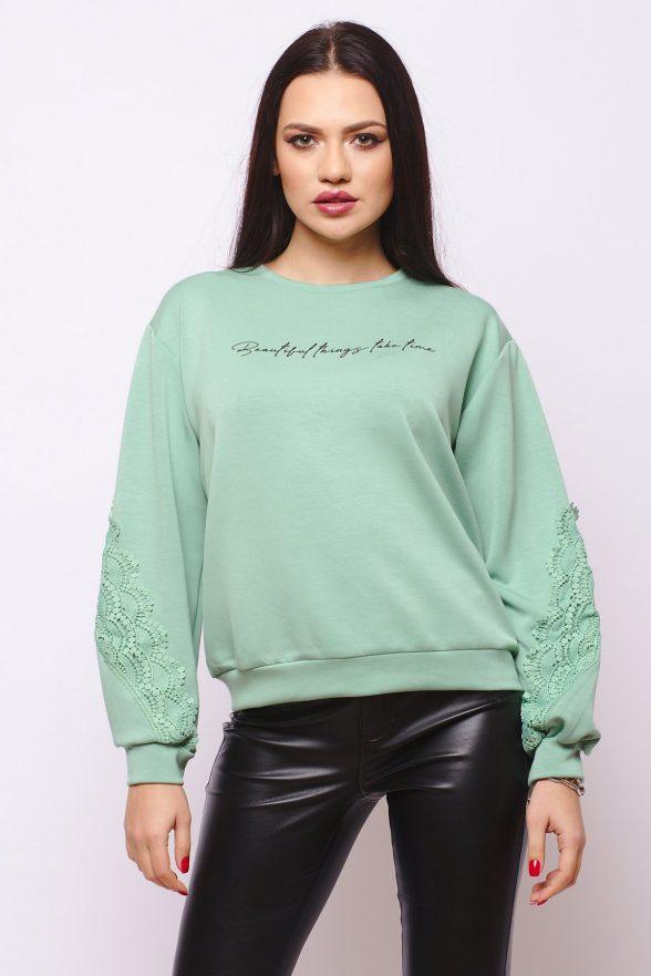 bluza verde cu scris negru si dantela maneci rodica 1